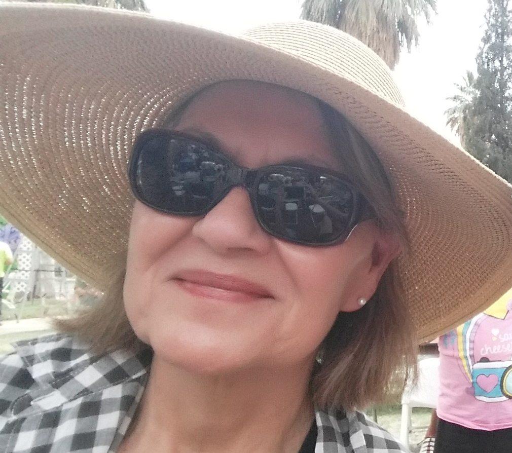 mom in hat